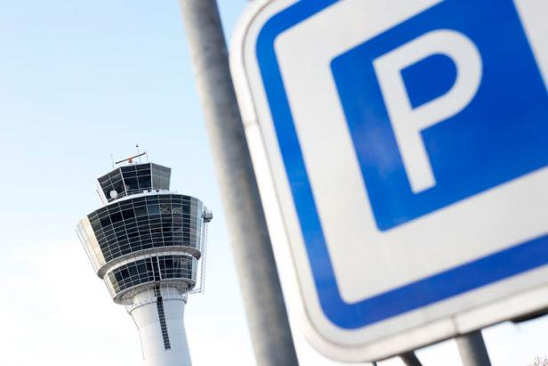 airport-parking-sign
